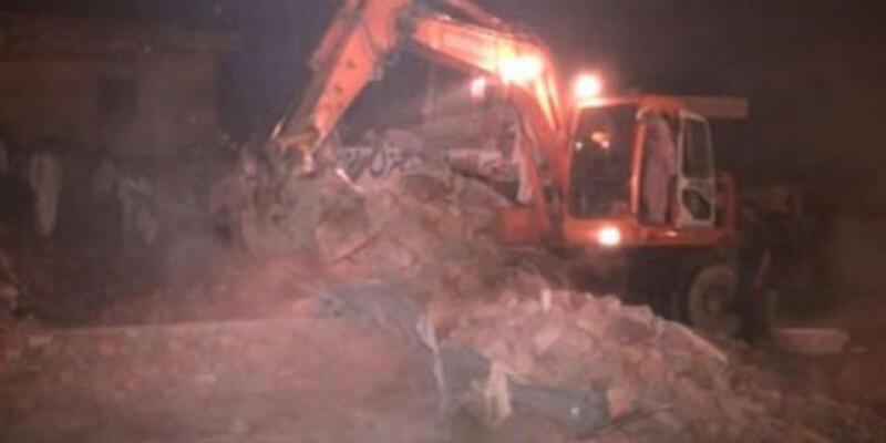 Pakistan'da fabrika çöktü!