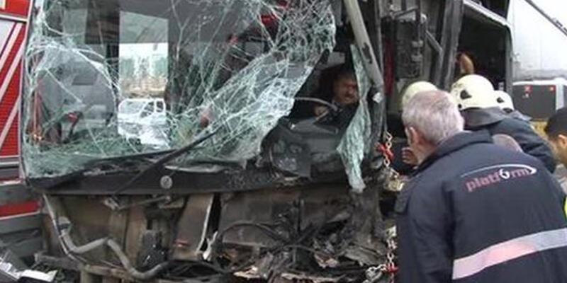 Sefaköy'de metrobüs kazası: 5 yaralı