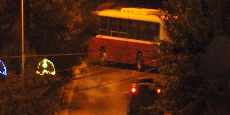 YDG-H'liler anahtarını aldıkları belediye otobüsü ile yolu kapattılar