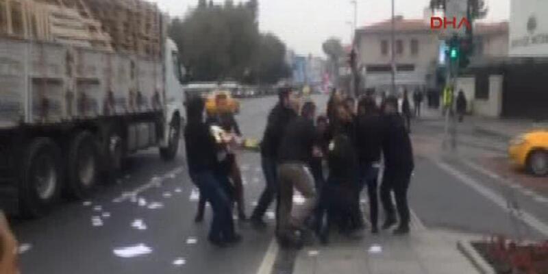 Dolmabahçe'deki Başbakanlık ofisi önünde eylemcilere gözaltı