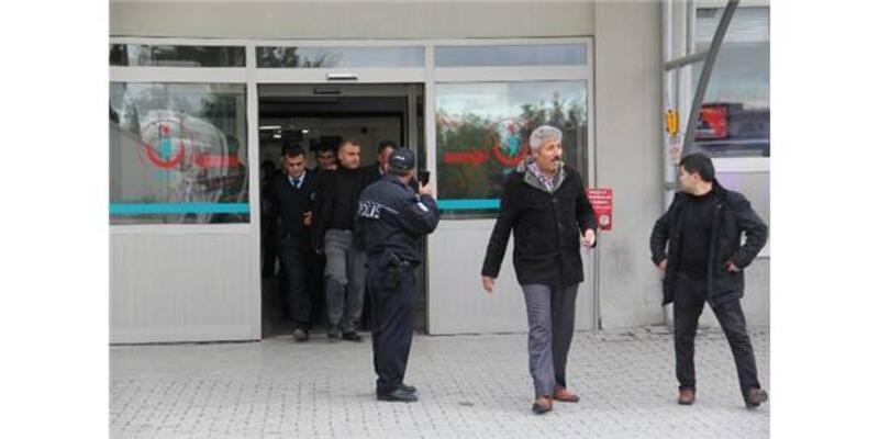 Polis memuru başhekimi vurdu