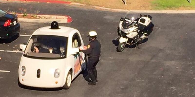 Polis Google'ın sürücüsüz aracını durdurdu!