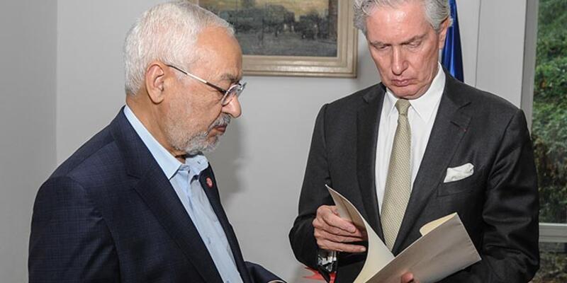 Tunus'ta Nahda lideri Gannuşi, Fransa Büyükelçiliğine Paris taziyesinde bulundu