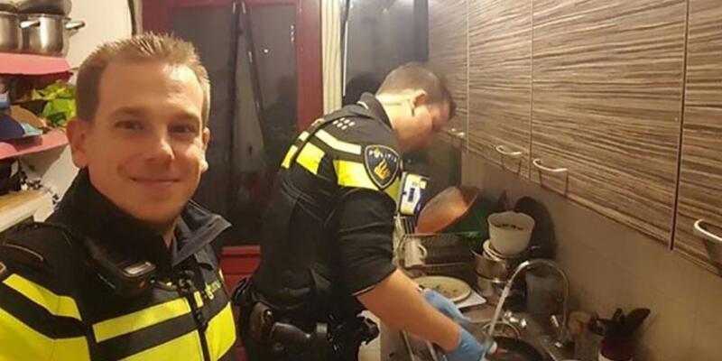 Dünya bulaşık yıkayıp, çocuk bakan Hollanda polisini konuşuyor