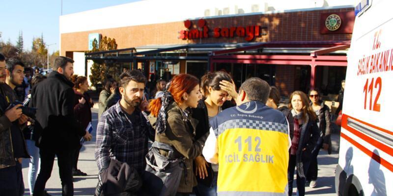 Anadolu Üniversitesi'nde afiş kavgası: 3 öğrenci yaralı