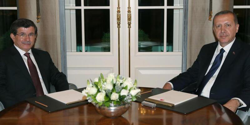 Erdoğan, 64. Hükümeti kurma görevini Davutoğlu'na verdi