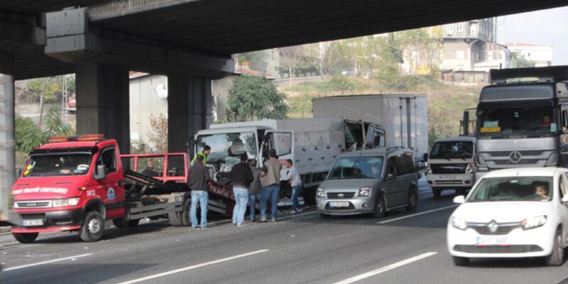 TEM'de zincirleme kaza trafiği felç etti