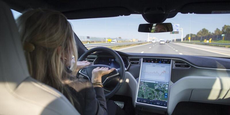 Tesla araçlarını geri çağrıyor