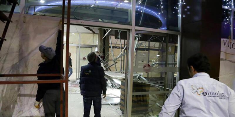 Alışveriş merkezinin asma tavanı çöktü: 1 yaralı