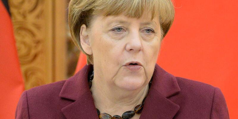 Davutoğlu, Merkel'i aradı