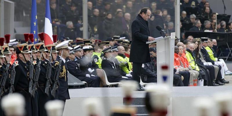 Fransa'da 130 kurban için anma töreni düzenlendi
