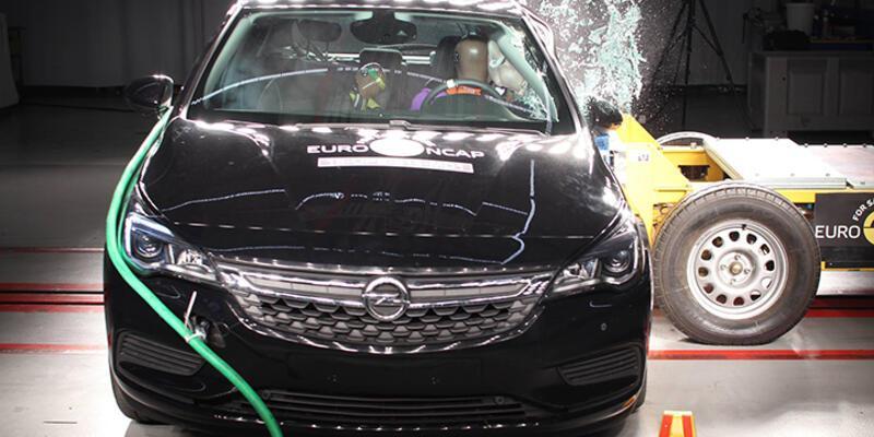 Opel Astra çarpışma testine girdi