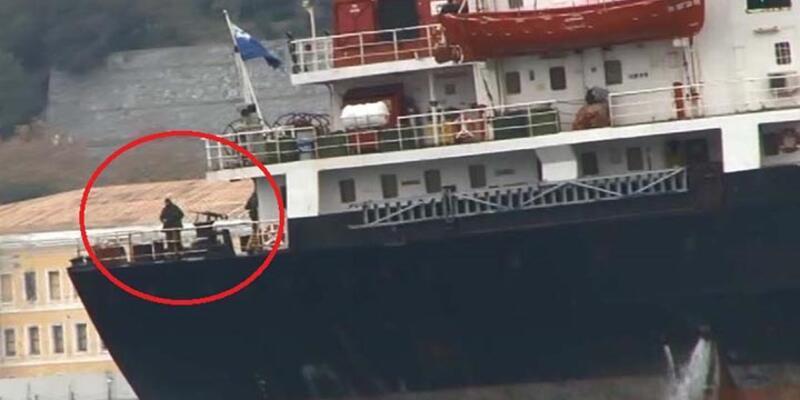 Rus askeri gemisi Boğaz'dan bu kez de makineli  tüfekle geçti