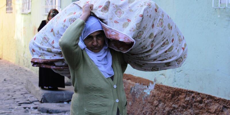 Diyarbakır'ın Sur ilçesinde yasak kalktı, göç başladı