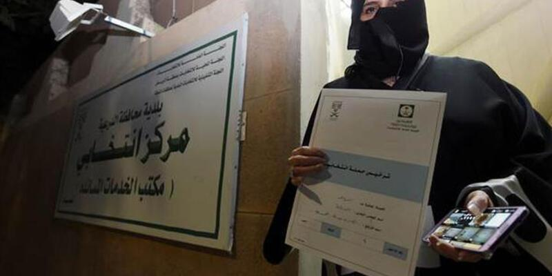 Suudi Arabistan'da kadınlar ilk kez sandık başında