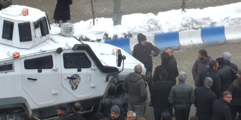 Hakkari'de eyleme polis müdahale etti, olaylar çıktı