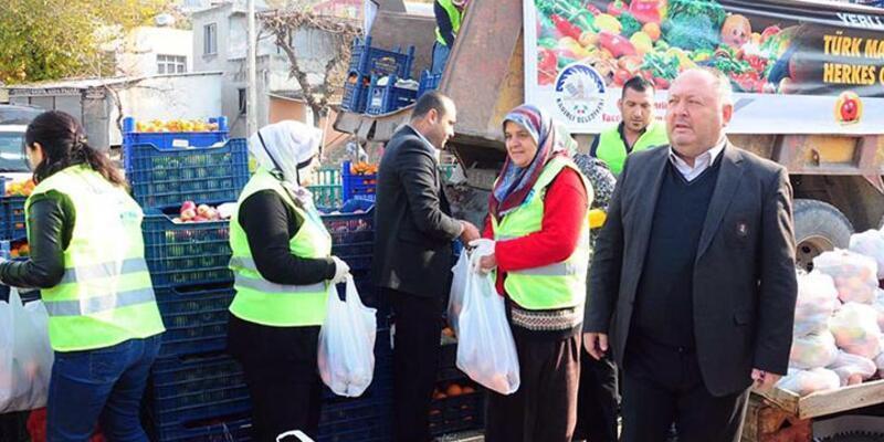 Rusya'nın almadığı 20 ton sebze meyve Kadirli'de halka dağıtıldı