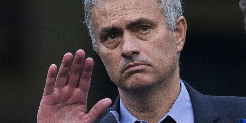 Manchester United Mourinho'yla görüşmelere başladı