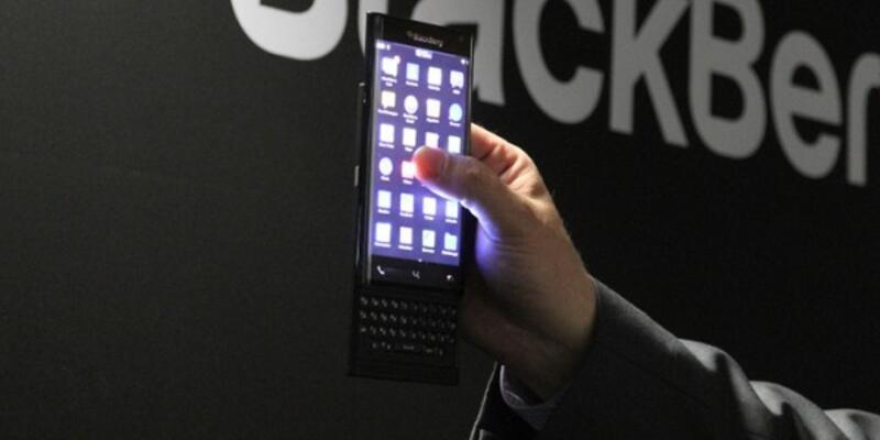 BlackBerry Apple'ı Eleştirdi
