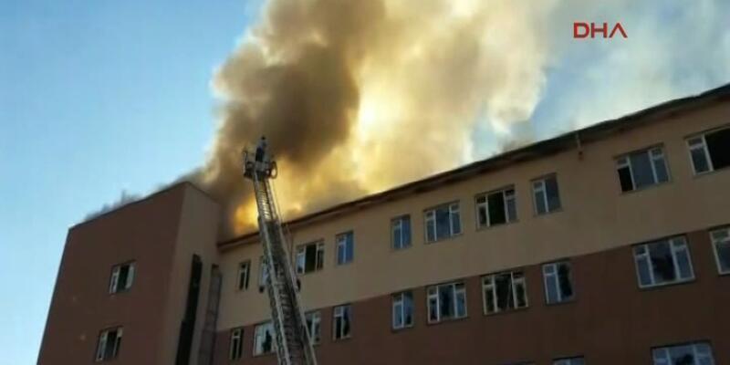 Siirt'te boş hastaneyi ateşe verdiler