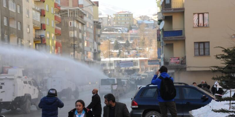 Hakkari'de HDP'lilere müdahale