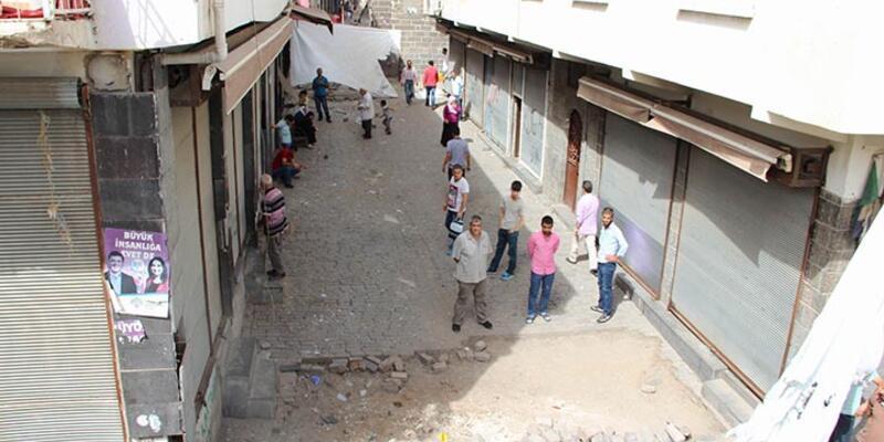 Diyarbakır'da hendekler protesto edildi