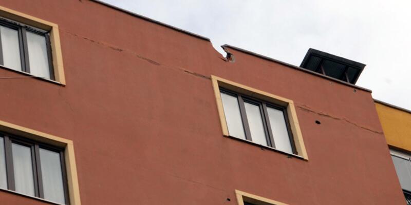 Sur'daki çatışmada 4 polis yaralandı, roket binanın çatısına isabet etti