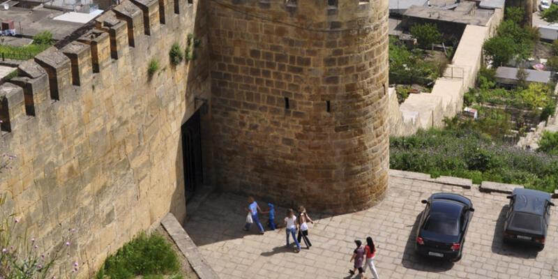 Derbent kalesinde turistlere silahlı saldırı