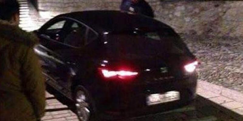 Türk turist Mostar Köprüsü'nden arabayla geçmeye çalıştı