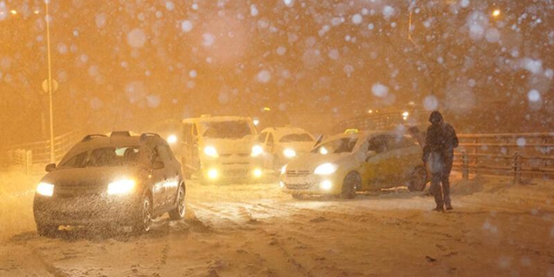 Kar İstanbul'u esir aldı