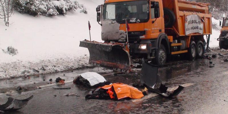Kar küreme işçilerine kar altında veda