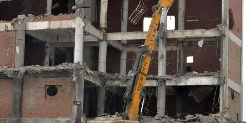 Yıkım sırasında duvarın altında kalan işçi hayatını kaybetti