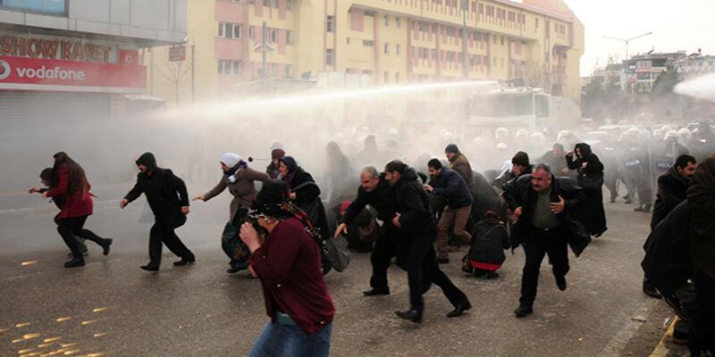 Van'daki yapılan operasyonu protesto etmek isteyenlere müdahale