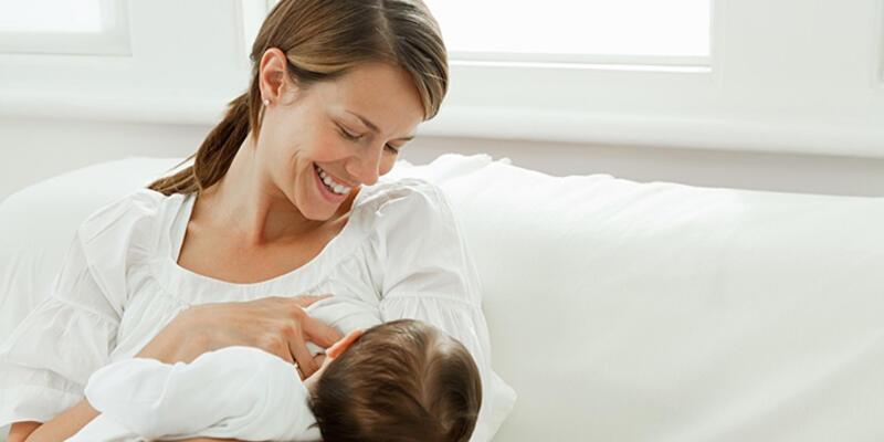 Grip olan anneler emzirmeli mi?