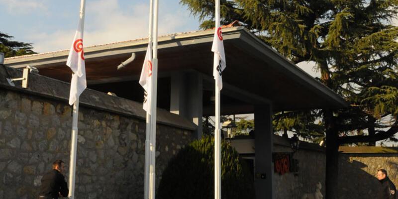 Koç Holding'te bayraklar yarıya indirildi