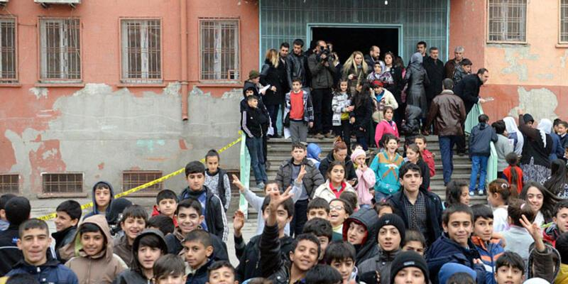 Diyarbakır'da okul bahçesinde patlama: 5 çocuk yaralı