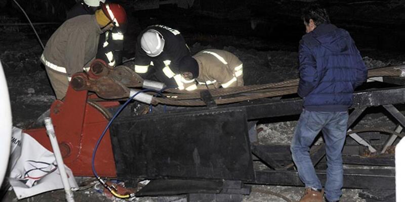 Çanakkale'de belediye inşaatında vinç devrildi: 1 ölü, 1 yaralı