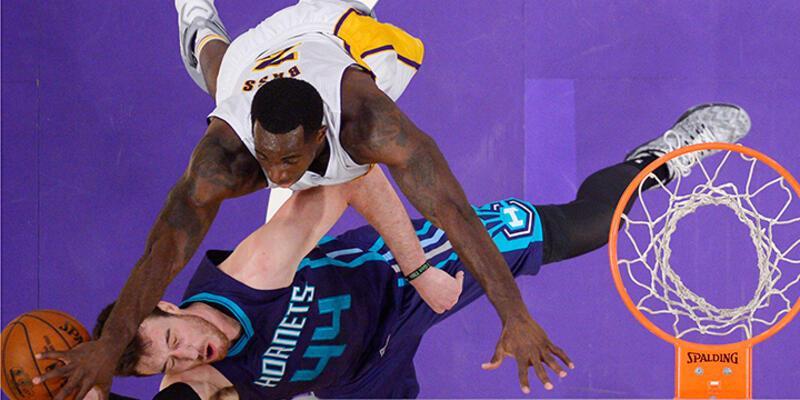 "Lakers peş peşe yenilme rekorunu egale etti"""