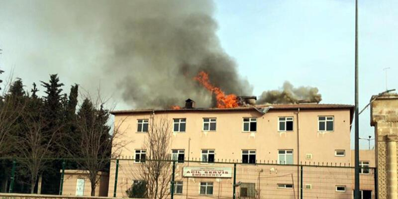 Nusaybin'de PKK'lılar eski hastaneyi ateşe verdi