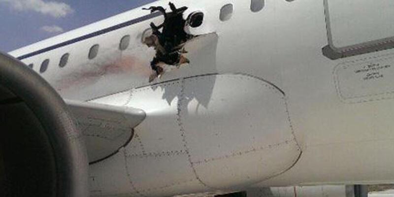 Yolcu uçağı kabindeki patlama nedeniyle acil iniş yaptı