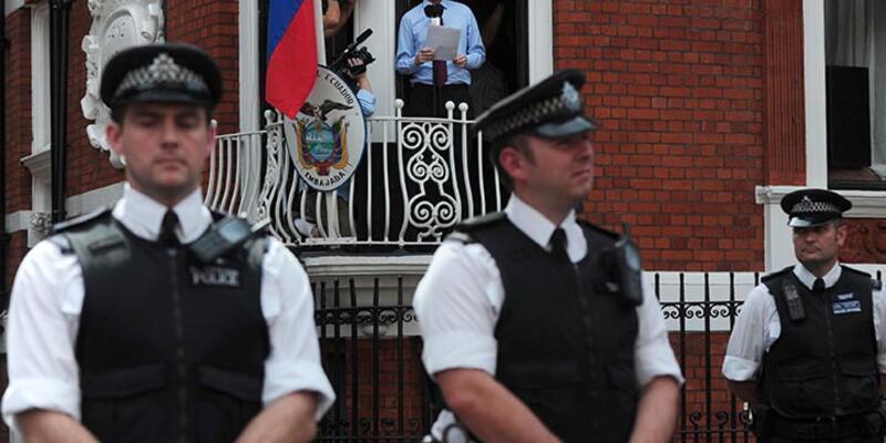 """Julian Assange'dan """"teslim olurum"""" açıklaması"""