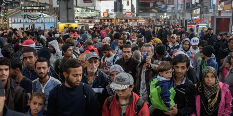 700 bin sığınmacı Almanya'da başvuru kararı bekliyor