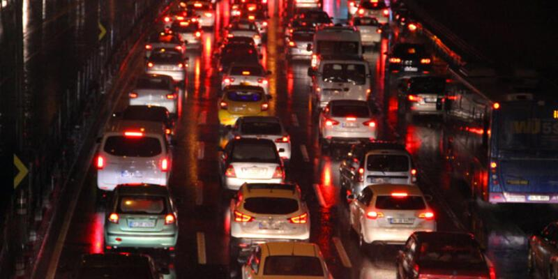 İstanbul'da trafik yoğunluğu yüzde 90'ı buldu