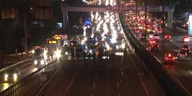 D-100 Karayolu Göztepe kavşağı şüpheli paket nedeniyle 1 saat trafiğe kapatıldı