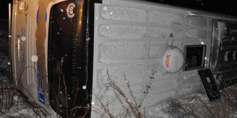 Sivas ve Erzincan'da yolcu otobüsleri devrildi: 34 yaralı