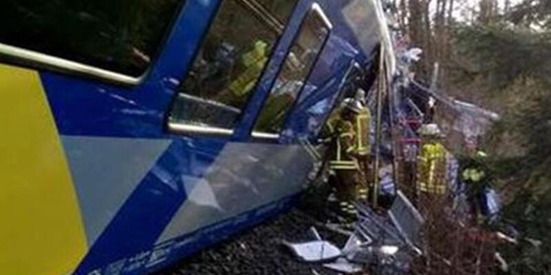 Almanya'da iki tren çarpıştı: 10 ölü