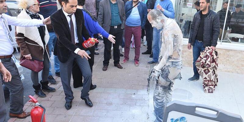 Antalya'da işsiz kalınca belediye önünde kendini yakan işçi öldü