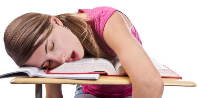 Kalitesiz uyku, geçmeyen yorgunluğa ve kiloya neden olabilir