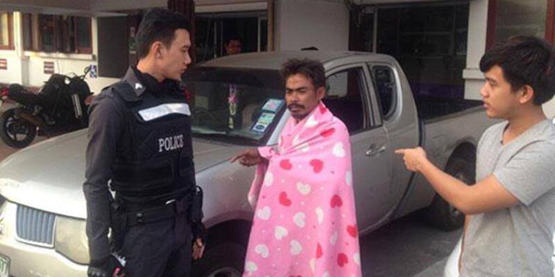 Hırsız çalmak için girdiği arabada uyuya kaldı
