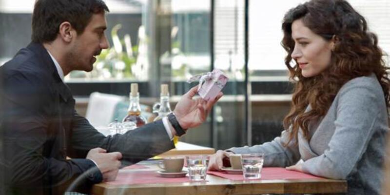 Kördüğüm dizisinin 6. son bölümünde romantik aşk sahnesi! - Canlı izle